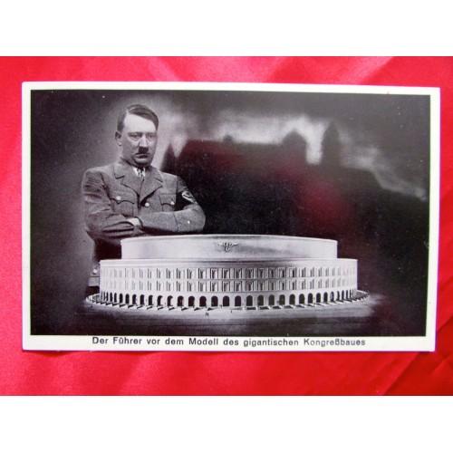 Der Führer vor dem Modell des gigantischen Kongressbaues Postcard # 5698