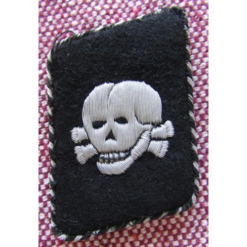 SS Totenkopf Bullion Vertical Collar Tab