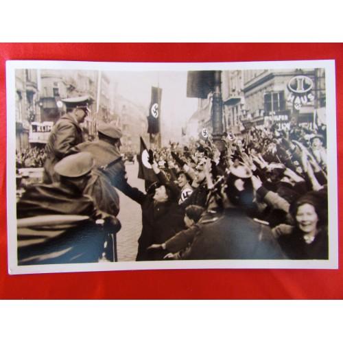 Der Einzug Des Führer in Wien Postcard # 5906