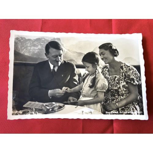 Die kleine Autogrammjägerin Postcard # 6381