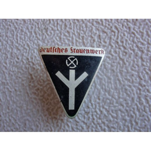 Deutsches Frauenwerk Badge # 1418