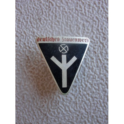 Deutsches Frauenwerk Badge # 1419