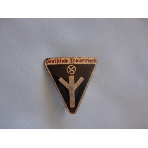 Deutsches Frauenwerk Badge # 1648