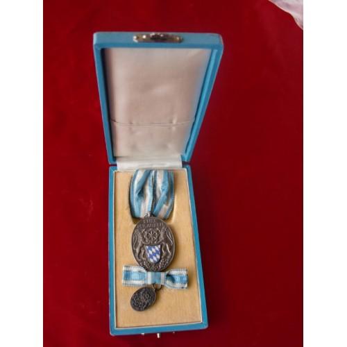 Bayerische Industrie Cased Award # 2093