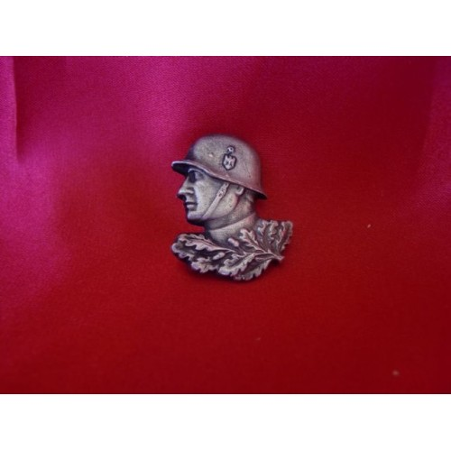 Heer Soldier Pin