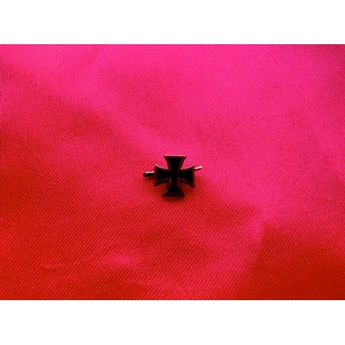 WWI Iron Cross Commemorative Pin # 3818