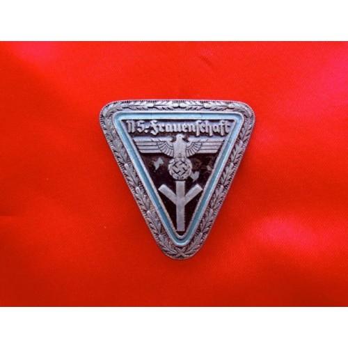 Frauenschaft Leader Enamel Badge   # 3851