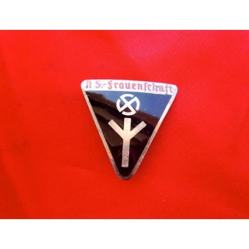 NS Frauenschaft Badge     # 3853