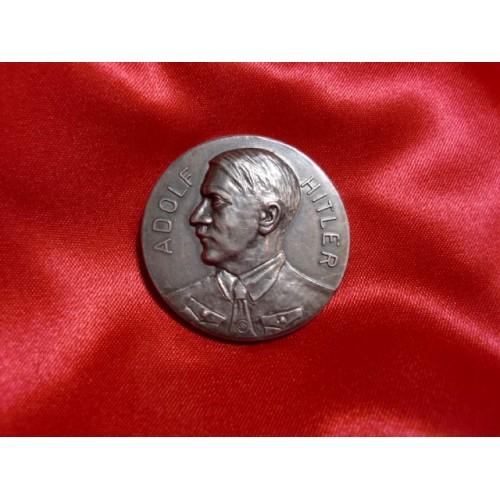 Hitler Medallion # 750
