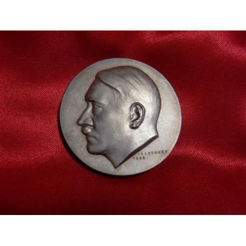 Hitler Medallion # 752
