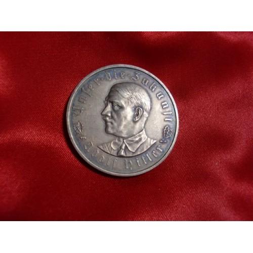 Hitler Medallion # 757